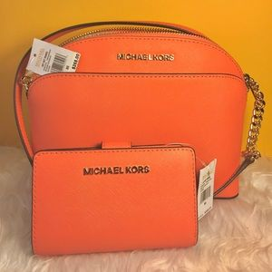 MICHAEL KORS CROSSBODY WALLET SET GRAPEFRUIT